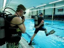 Nieuw zwembad Almelo: bij 2 meter diepte knallen duikflessen tegen bodem