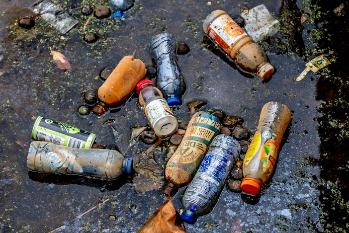 Plastic afval in Rotterdam.