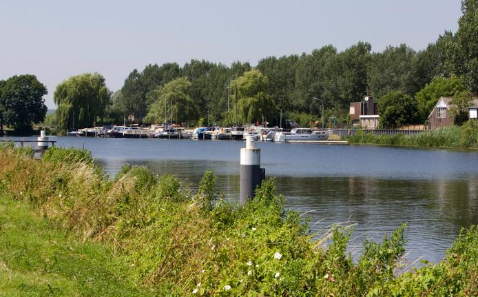 De Oude IJssel bij Doesburg. Burgemeester en wethouders willen ondanks dat er hoge nieuwbouw komt het uitzicht op de rivier behouden. Dat doen ze door de hoogte in te gaan.