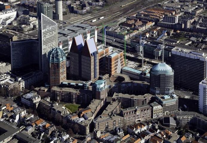 Luchtfoto van een aantal ministeries in Den Haag, waaronder dat van OCW, VROM en VWS. foto Siebe Swart/GPD