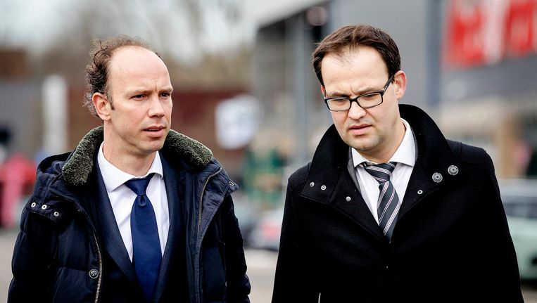 Holleeder's advocaten Sander Janssen en Robert Malewicz voor aanvang van een zittingsdag in februari. Beeld anp