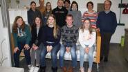 Leerlingen thuis- en bejaardenzorg van 't Saam voeren toneel op voor mensen met dementie