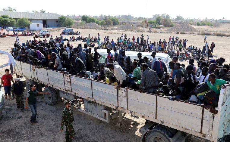 Migranten worden getransporteerd naar een detentiecentrum in Libië (7 oktober).