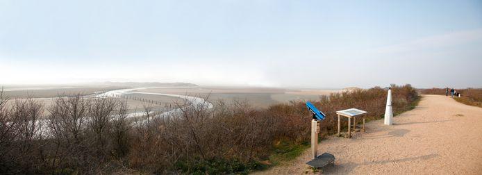 Retranchement; de grens met België, met de grenspaal die uit de geul is gered.