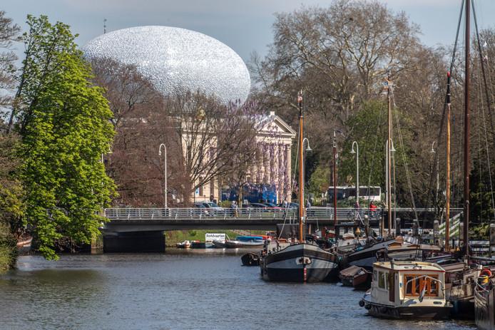 Museum de Fundatie in Zwolle dat sinds 2013 een opvallende, extra opbouw in de vorm van een ei. Of oog.