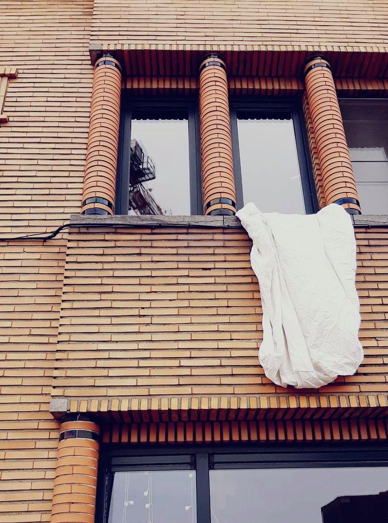Dit witte laken werd al gespot in de Brouwerijstraat in Aalst.