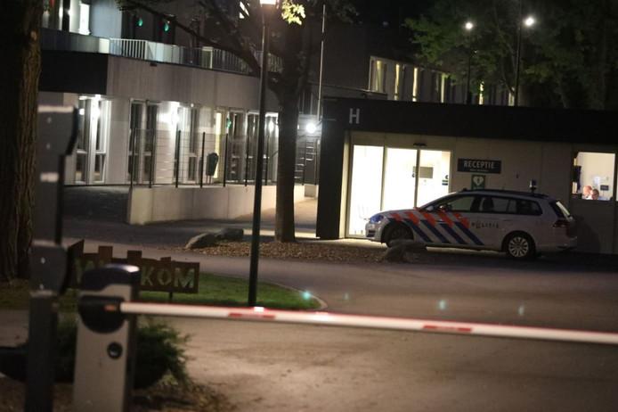De politie was snel aanwezig na de steekpartij in het asielzoekerscentrum in Zutphen.