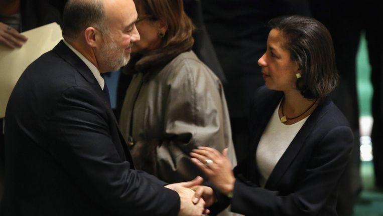 Susan Rice begroet haar Israelische collega bij de VN Ron Prosor. Beeld getty