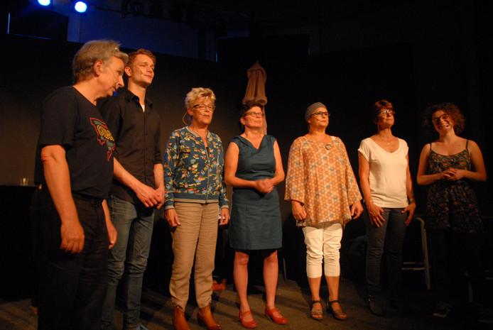 Het uit 7 leden bestaande theater- en kleinkunstgezelschap Leuk is anders