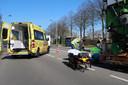 Een vrouw op de fiets raakte gewond na een ongeluk in Breda.