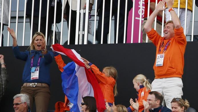 Een juichende familie tijdens de mannen hockeywedstrijd Nederland tegen India.