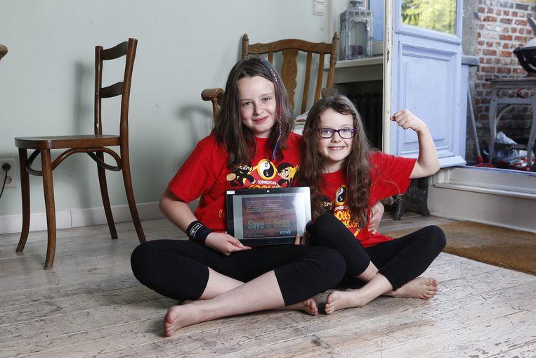 Tina en Ella Truyts maakten een spelletje over vervuiling op zee.