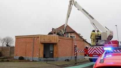Beginnende brand aan schouw grotendeels zelf geblust door bewoners