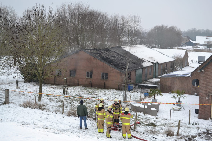 De afgebrande schuur aan de Rijndijk in Doornenburg.