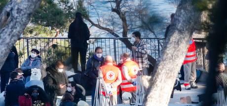 Pour les rapatriés français, repos et volleyball au premier jour de confinement