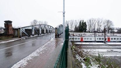 Muizen moet maanden omrijden: Infrabel vernieuwt eeuw oude bruggen