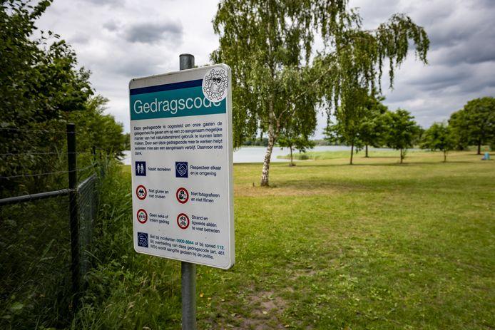 Naturist Eppo Gutteling is bang dat een groot deel van het naturistenstrand bij recreatieplas Bussloo verdwijnt.