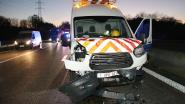 Vier wagens rijden tegen elkaar op E313: één chauffeur gewond