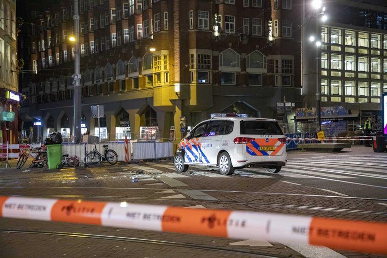 Het Muntplein is afgezet nadat een busje meermaals inreed op een bemande politieauto. Beeld ANP