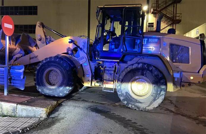 Un ancien employé de l'usine Mercedes de Vitoria a détruit des dizaines de véhicules avec un bulldozer