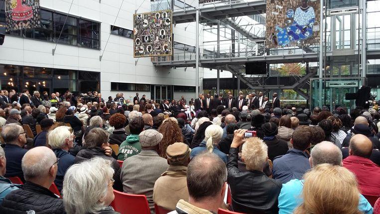 Mannenkoor Maranatha opent de ceremonie Beeld Hanneloes Pen