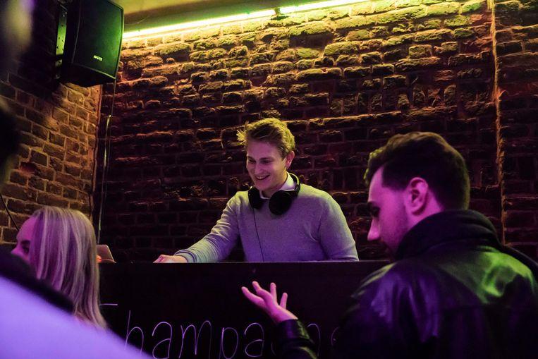 De Gievel in Maasmechelen waar DJ Hans Coning woensdag op de Dagdisco draaide.