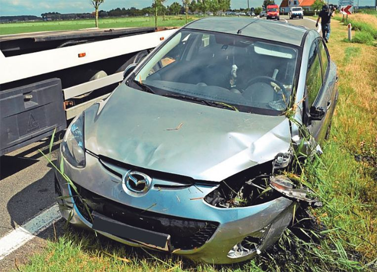 De bewuste wagen werd na de feiten getakeld. De auto liep op 22 juli slechts blikschade op.