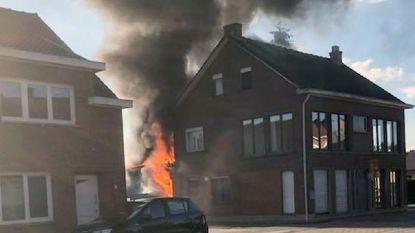 Felle brand vernielt achterbouw