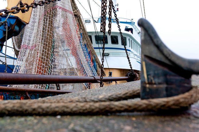 Vissersboot in de haven van IJmuiden.