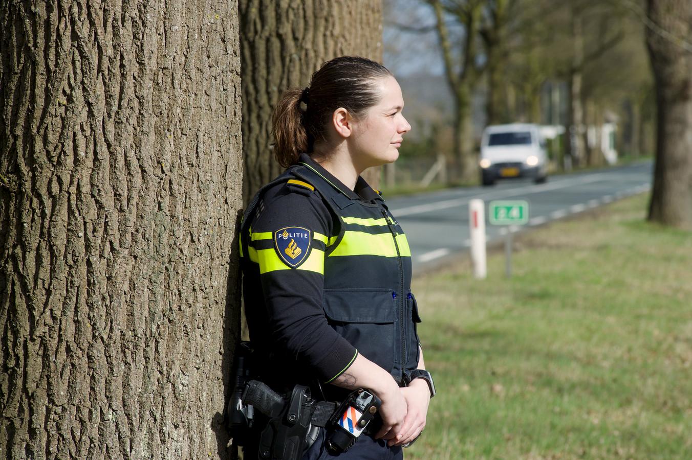 Politieagent Bloo schrijft ongeval van een 17-jarige van ...