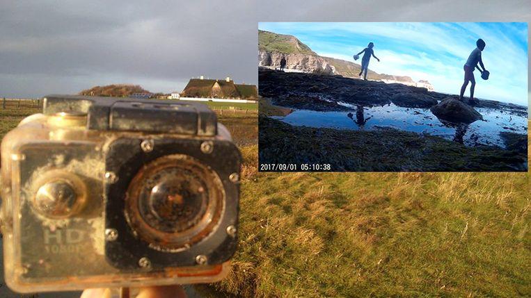 Het jongetje vergat zijn camera bij het Engelse Thornwick Bay. Het toestel werd opgeslokt in zee en spoelde twee maanden later aan op het Duitse Waddeneiland Süderoog, waar maar twee mensen wonen. Zij vonden het fototoestel en konden de jonge eigenaar opsporen.