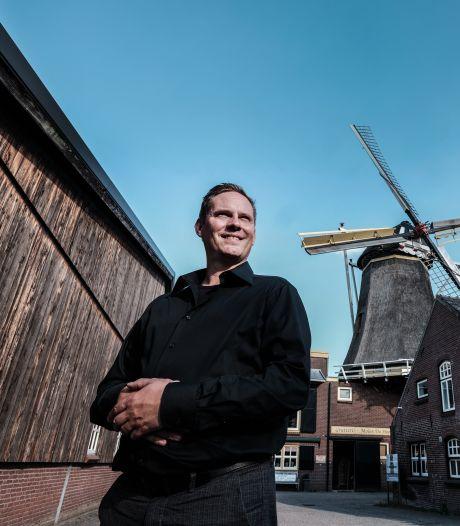 Ewald woont pal naast een molen: 'Als we tv kijken, draaien op de achtergrond de wieken voorbij'