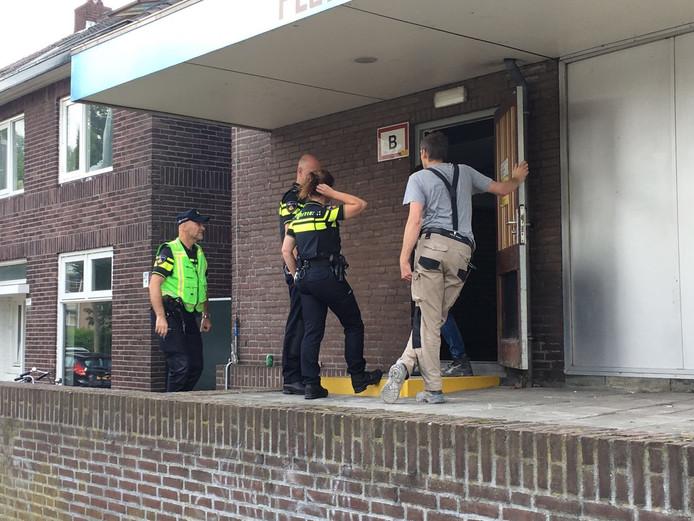 Een man die aan het werk was in een trapportaal in een pand aan de Christinastraat in Eindhoven is gewond geraakt nadat hij ten val kwam.