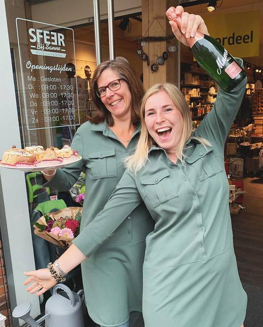 Sanne van Schooten en moeder Marjanne zijn erg blij met de prijs