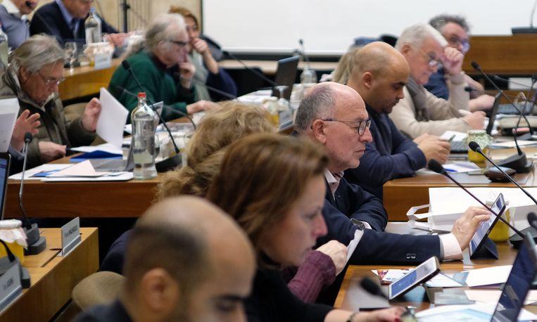 En handelaar Koen Byttebier (man met bril) vervangt Wouter Allijns als fractieleider van Team Burgemeester, eveneens tot april