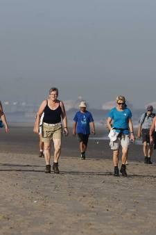 Achthonderd wandelaars trotseren de hitte tijdens de Strand6Daagse