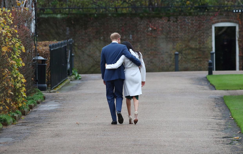 De Britse prins Harry met Meghan Markle nadat ze hun verloving bekendmaakten in 2017.