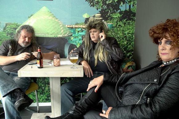 In de film speelt burgemeester Bart Somers een rockartiest, samen met Loes Van den Heuvel en Werner Van Rillaer.