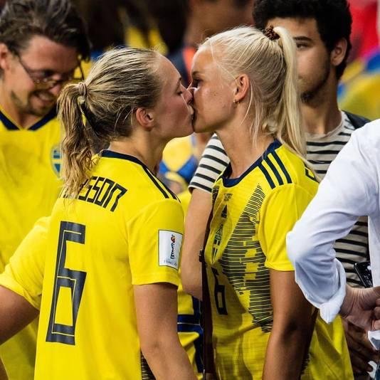 De Deense Pernille Harder was vorig jaar op het WK als supporter van Zweden, waar haar vriendin Magdalena Eriksson voor speelt.