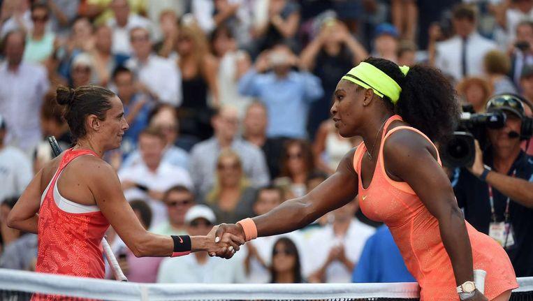 Roberta Vinci schudt de hand van Serena Williams na haar overwinning in de halve finale van de US Open. Beeld afp