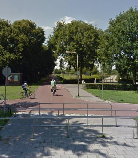 Drietal spreekt fietser 's nachts aan in Tilburg Reeshofpark en beroven hem van telefoon en pasjes