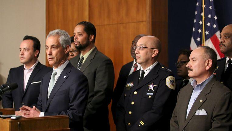 De burgemeester van Chicago, Rahm Emanuel, geeft een persconferentie. Beeld reuters