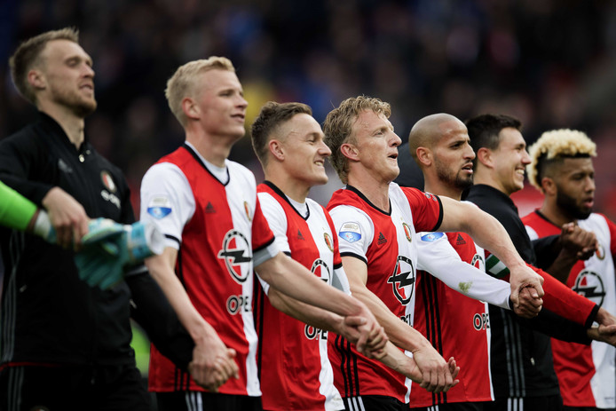 Koploper Feyenoord viert de 2-0 overwinning op FC Utrecht.