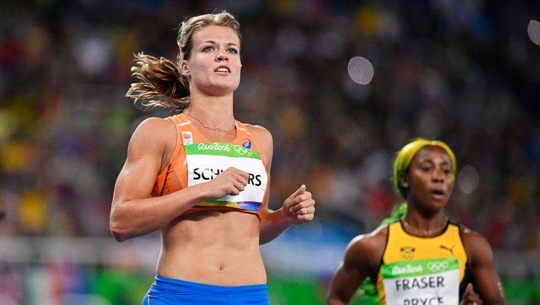 Dafne Schippers en haar concurrent Shelly-Ann Fraser-Pryce. Beeld epa