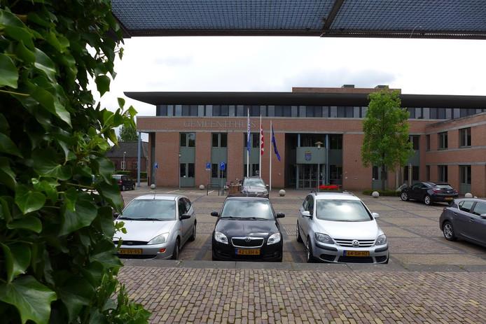 De gemeente Haaren wil nog eens 1 miljoen euro uittrekken voor werk aan twee wegen.