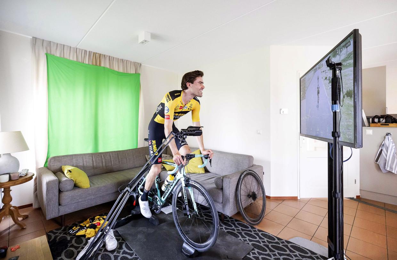 De Amstel Gold Race werd dit jaar virtueel verreden. Tom Dumoulin fietst hem vanuit een vakantiehuisje op de Cauberg.