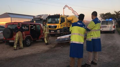 Betonpomp raakt hoogspanningslijn, arbeider zwaar verbrand