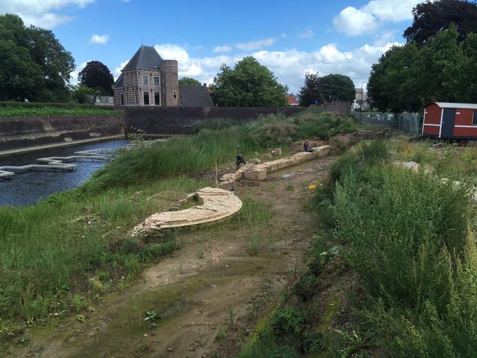 Deskundigen brengen de vondsten Buiten de Waterpoort opnieuw in kaart.