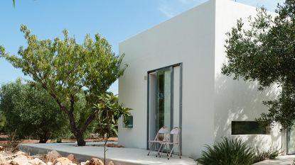 VIDEO: Jan Hoet Junior en Delphine bouwden een huisje van 60m² tussen olijfbomen