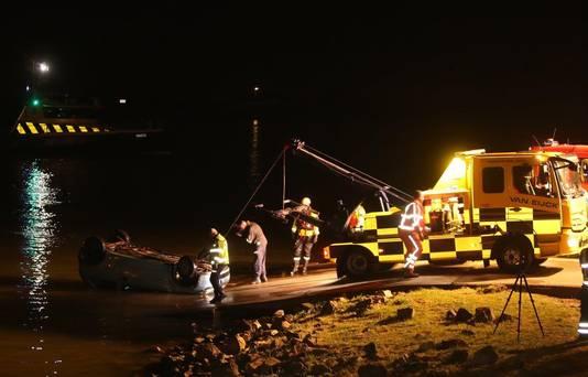 Twee Eritreeërs verdronken in april in de Waal bij Brakel, nadat ze met hun auto vanaf de veerstoep het water in waren gereden.